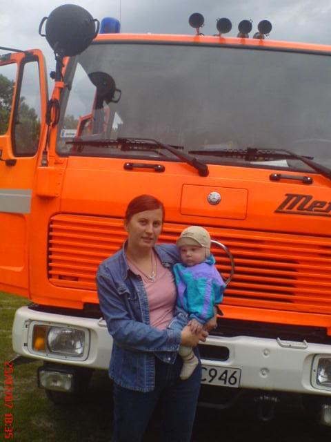 ja i synek przy wozie strażackim hehe:D