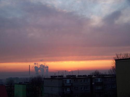 Pierwszy wiosenny zachód słońca W tle Elektrownia Jaworzno III