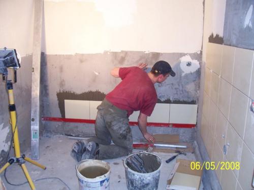 łazienka w trakcie układania
