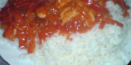 ryż w sosie słodko kwaśnym