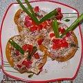 Tuńczyk w brzoskwiniach.Przepisy na : http://www.kulinaria.foody.pl/ , http://www.kuron.com.pl/ i http://kulinaria.uwrocie.info #przekąski #tuńczyk #brzoskwinia #śniadanie #kolacja #jedzenie #kulinaria #gotowanie #PrzepisyKulinarne