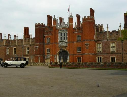 Głowna brama palacu od strony zachodniej #Hampton #Londyn #Tudor