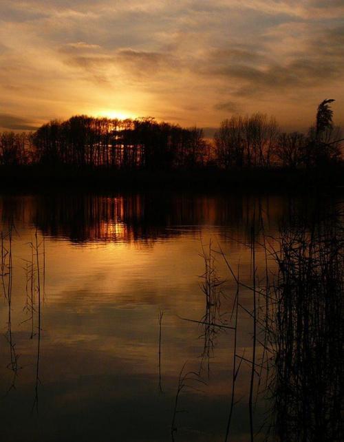 Wyspa, na której mieszka słońce #zachód #woda