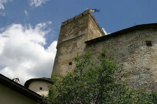 Zamek w Niedzicy. Kwadratowa wieża na zamku górnym. #zamek #Niedzica